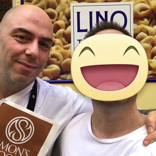 """Cristian Lorusso che assieme a Beppe Palmieri (sommelier Osteria Francescana) sono i titolari del """"Generi alimentari da Panino"""" a Modena"""